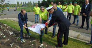 Onthulling van de plaquette door veteranen en wethouder   Foto: Hans Peter van Rietschoten