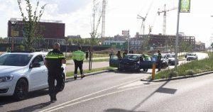 Veel schade na aanrijding met twee auto's in Utrecht