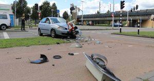 Auto knalt tegen verkeerslicht in Leidsche Rijn_1_foto_112mediautrecht