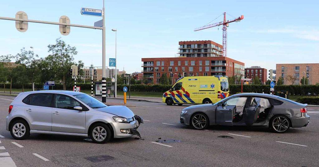 Kruising deels afgesloten na aanrijding in Leidsche Rijn