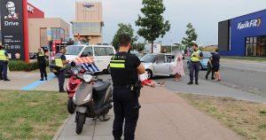 Brommer en auto botsen bij KFC restaurant in Utrecht1_foto_112mediautrecht