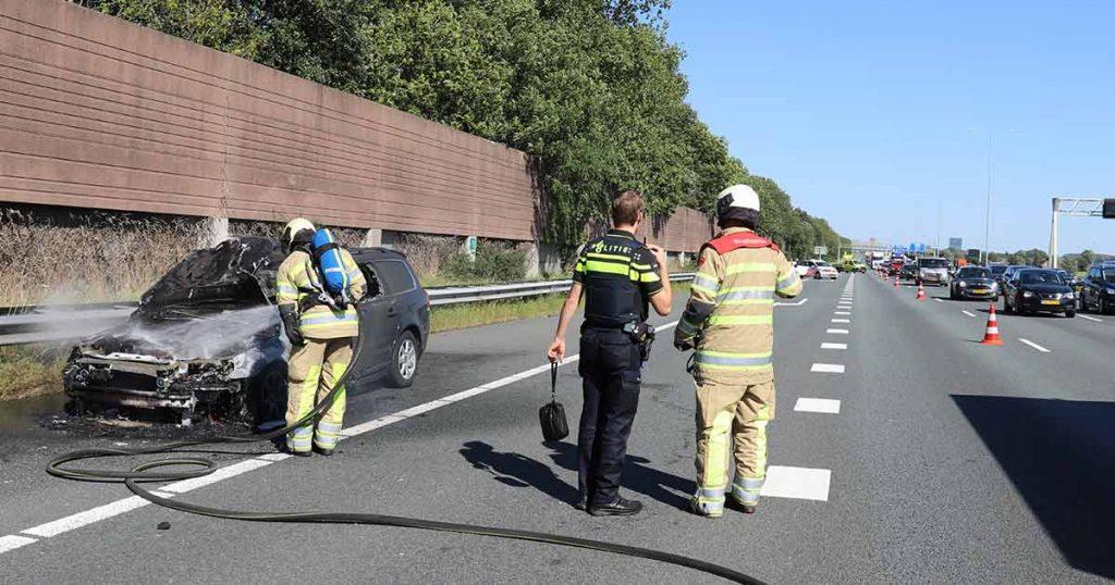 Rijdende auto vliegt in brand op A12 bij De Meern_4_foto_112mediautrecht