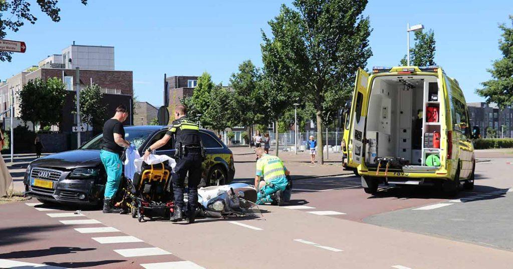 Twee gewonden na aanrijding tussen scooter en auto in Leidsche Rijn_4 _foto_112mediautrecht
