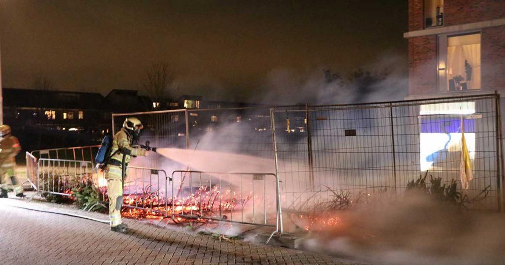Metershoge vlammen bij buitenbrand in De Meern_3_foto_112mediautrecht