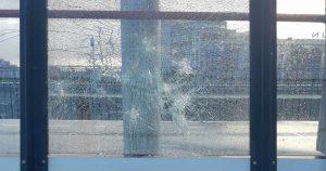 vandalen_slopen_raam_station_leidsche_rijn_foto_politielr