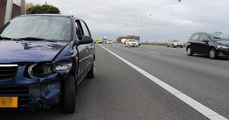 Auto-belandt-in-vangrail-op-A12_2_foto_112mediautrecht