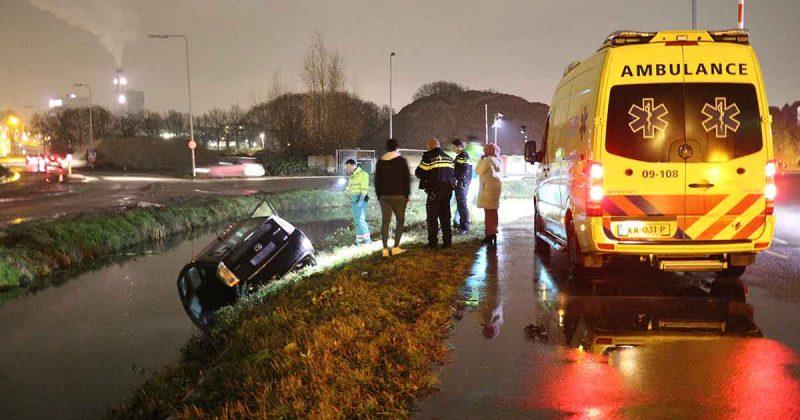 Taxi-belandt-in-het-water-bij-Pathe-in-Leidsche-Rijn_3_foto_112mediautrecht