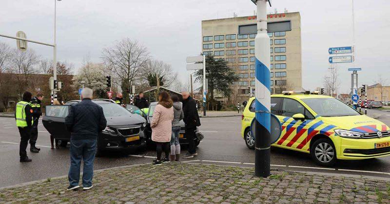 Twee-auto's-met-elkaar-in-botsing-op-de-Vleutensebaan_foto_112mediautrecht