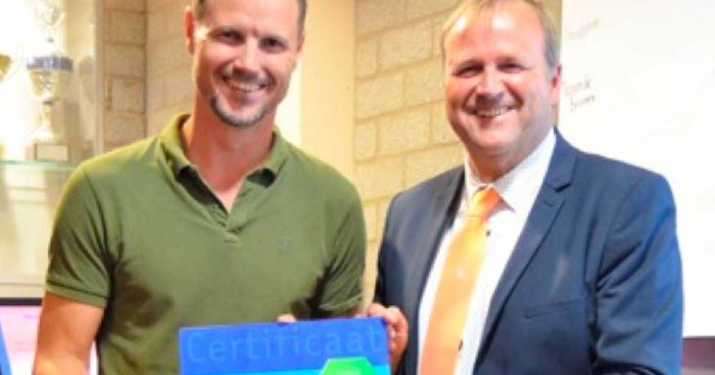 Voetbalvereniging-UVV-krijt-certificaat-lokale-jeugdopleiding-van-KNVB