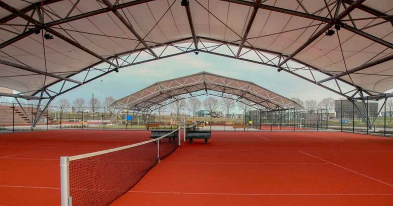 overdekte_tennisbaan_bij_PVDV