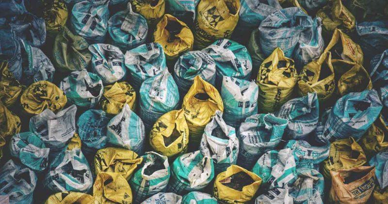 plastic_aarde_opruimen_tuinafval_foto_Radowan-Nakif-Rehan